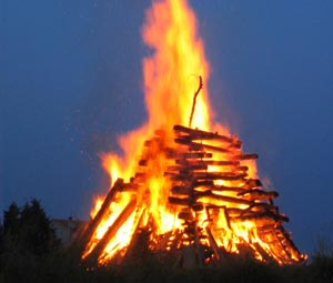 osterfeuer_gross